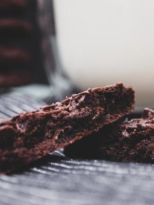 Vegane Schoko-Cookies angebrochen
