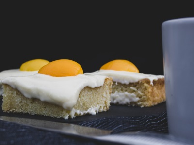 Veganer Fantakuchen mit Aprikosenhälften