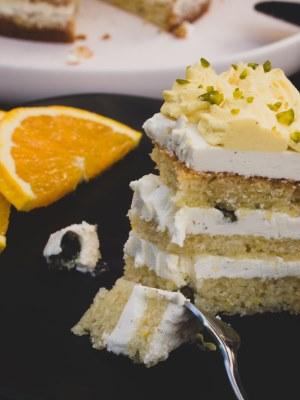 Vegane Orangentorte mit karamellisierten Pistazien