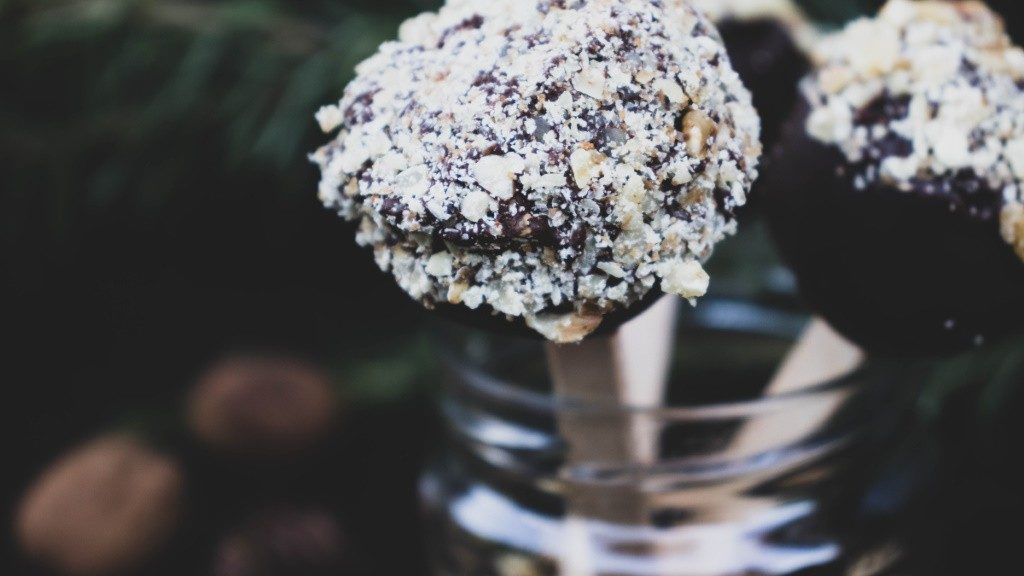 Vegane Lebkuchen Cake-Pops mit Walnüssen